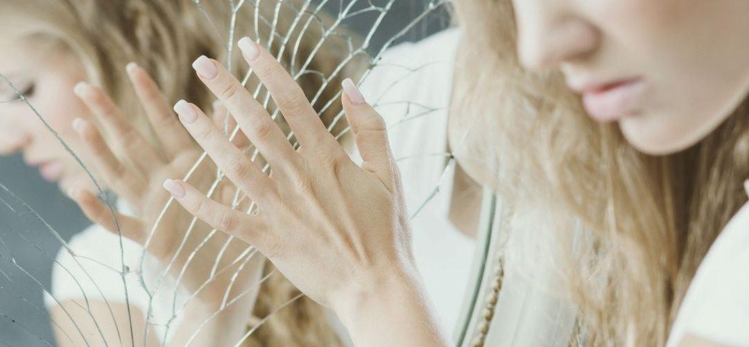 Zrcadlení ve vztahu jako cesta k svobodě a harmonii